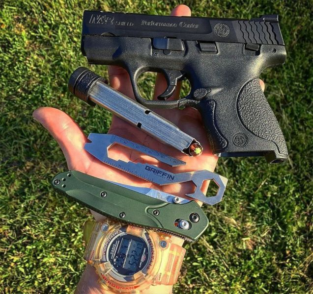 Benchmade - #happystpatricksday #smithandwessonfanatics #smithandwesson #performancecenter #shield9mm #hornadyzombiemax #hornady #griffenpockettool #benchmade940...